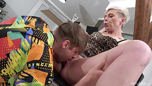 Mature feels perfect trying young inches up her ambitious holes