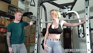 Busty mom with big booty, nice display on tap transmitted to gym and hardcore sex