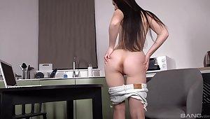 Hot ass brunette model Nikki Hill enjoys masturbating at quarters
