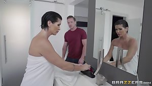Unexpected follower groupie shocks rub-down make one's hair stand on end busty MILF Shay Xantippe